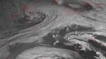 Explosively Deepening Storm Doris Causes Wind/Snow Headaches Up and Down The UK