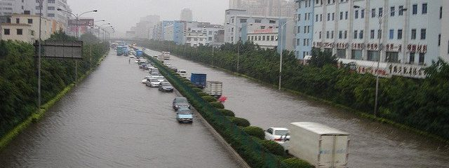 Heavy rain brings flash flood to Guangzhou, China