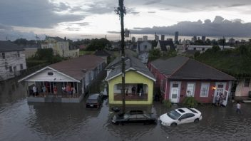 New Orleans, LA: 9 inches of rain within 3 hours brings flooding comparable to Katrina