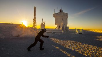 VIDEO: Battling 105 mph and wind chill near -40C/F on top of Mount Washington