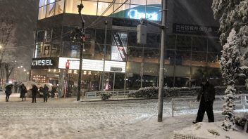Following biggest snow in 4 years, Tokyo shivers in coldest night since 1970