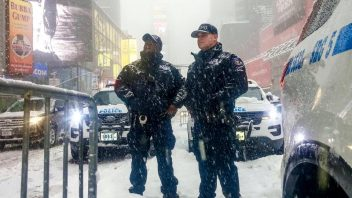 DC, Philly, NYC Gets Biggest Snowstorm of Season At The Same Time Los Angeles Get's Biggest Rainstorm