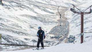 BBC: Enough snow in Scottish mountains for 'skiing into May'