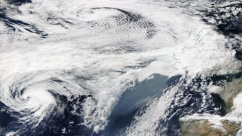 Ernesto becomes 1st Tropical Cyclone to reach 50N since 2000, wet & windy night ahead for UK
