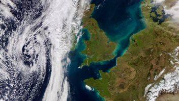 Africa-origin sun, warmth & foehn effect provides UK's warmest Valentine's Day in 21 years