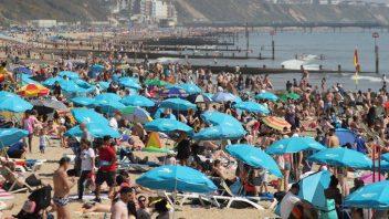 UK nations enjoy record warm Easter weekend, Edinburgh breaks April heat record!