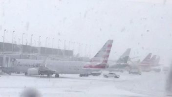 Chicago does it again! Records latest accumulating snow since 1989