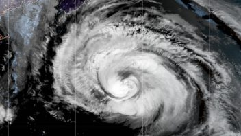 Larry Becomes 1st Hurricane To Make Landfall in Newfoundland for 11 Years!